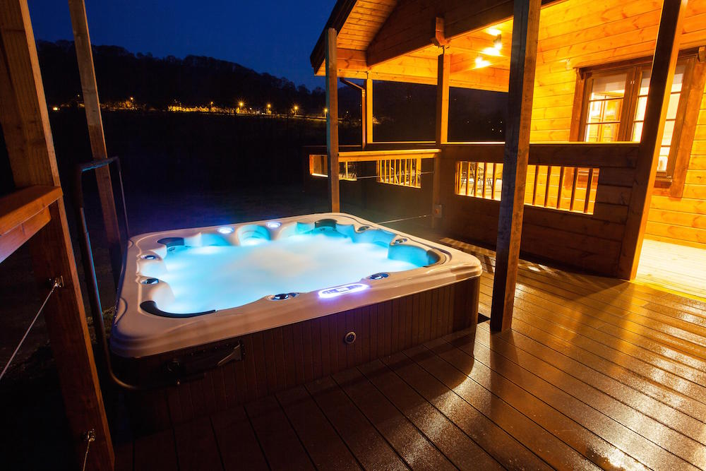 Log Cabins Hot Tub